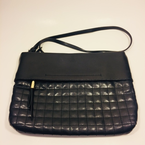 Banana Republic Handbags - Banana Republic Leather Crossbody Bag